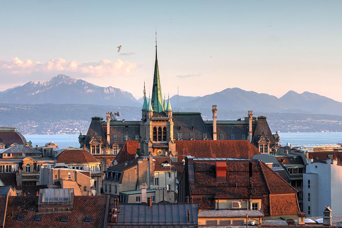 Lausanne en Suisse, vue sur le lac Léman et les Alpes